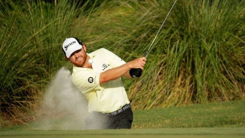 Pro golfer J.B. Holmes swings for a small profit in Florida - Los Angeles Times