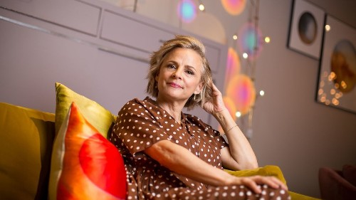 Amy Sedaris channels her vintage aesthetic in her Trump-free analog show 'At Home'
