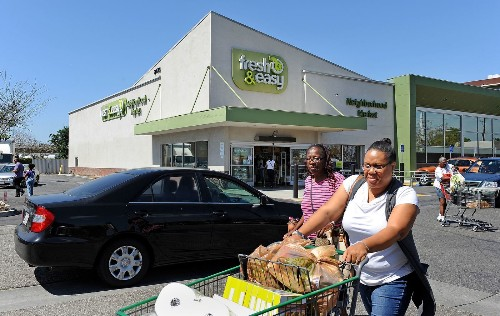 Fresh & Easy begins closing down stores