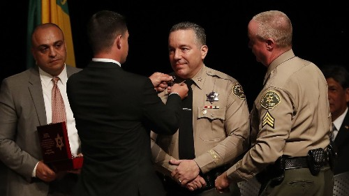 L.A. County Sheriff Alex Villanueva tells hundreds of top staff to hand in résumés and temporarily remove rank insignia - Los Angeles Times