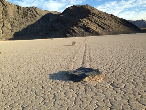 Mystery of how rocks move across Death Valley lake bed solved - Los Angeles Times