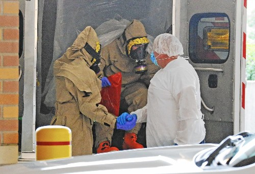Dallas hospital defends its treatment of Ebola patient who died