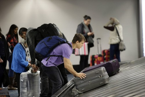 Airlines cannot ignore damage claims for luggage, federal agency warns - Los Angeles Times