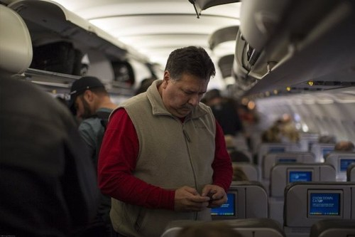 Cellphone calls on planes? FCC chairman is not a fan - Los Angeles Times