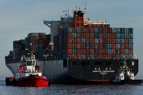 U.S. trade gap widens as Americans buy more imports