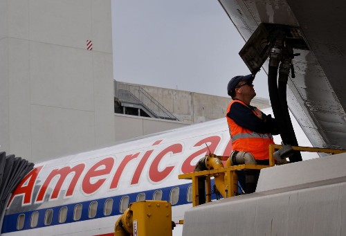 Lower fuel prices are starting to push airfares down