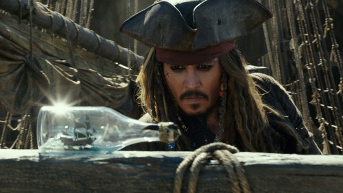 'Pirates of the Caribbean: Dead Men Tell No Tales' sails well-charted waters - Los Angeles Times