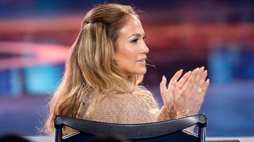 Take a lesson from JLo's makeup artist. Here's what you'll need for sheer, glowing summertime beauty - Los Angeles Times
