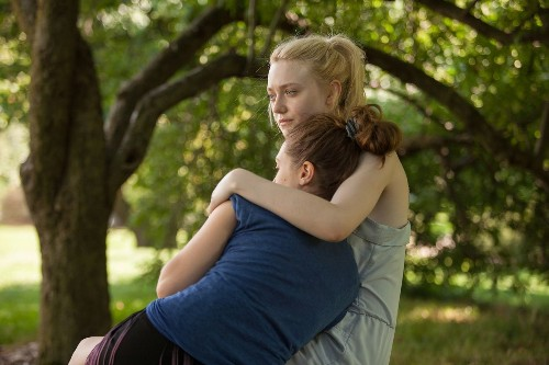 Great cast but 'Very Good Girls' could be better - Los Angeles Times