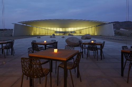 Chile: The new Vik winery now offers an architectural place to dine - Los Angeles Times