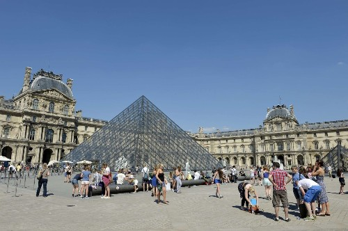 Louvre, Eiffel Tower targeted by Islamic terrorist, reports Le Parisien - Los Angeles Times