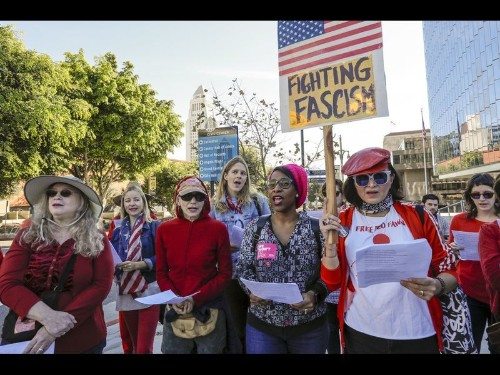 Thousands turn out for Women's March in downtown Los Angeles - Los Angeles Times