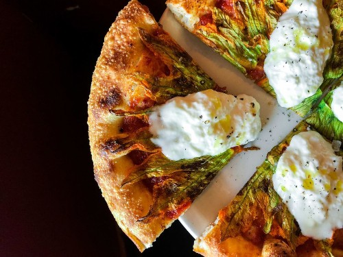 6 great pizza places in Los Angeles