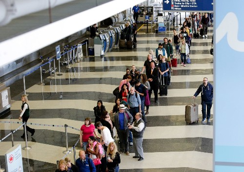 American Airlines puts $4 million toward cutting TSA lines - Los Angeles Times
