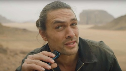 Jason Momoa shaves his beard, because plastic bottles are really bad