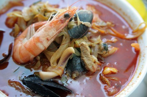 A chef expands his spicy seafood soup empire to Koreatown