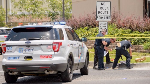 Sheriff's deputy shot and killed by pedestrian in suburban New Orleans - Los Angeles Times