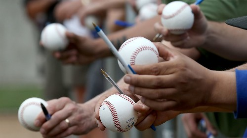 Do's and Don'ts for baseball autograph seekers - Los Angeles Times