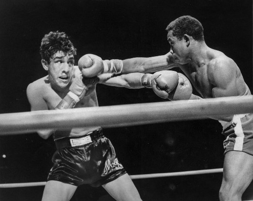 From the Archives: Carlos 'Teo' Cruz defends world lightweight title
