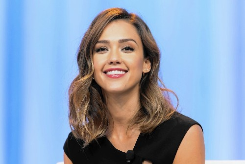 Jessica Alba's Honest-to-goodness stress relievers: meditation, hot yoga, spin class with friends - Los Angeles Times