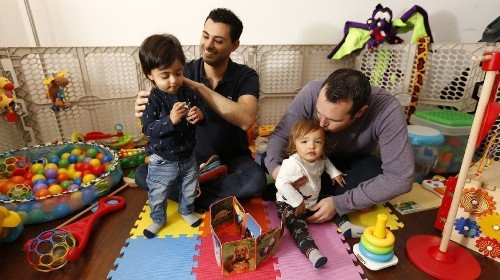 Judge decides that twin son of binational gay couple entitled to birthright U.S. citizenship