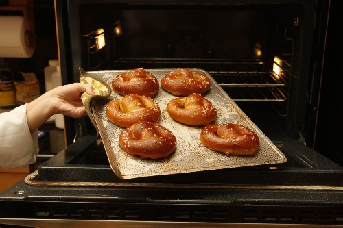 Weekend project: Homemade pretzels for National Pretzel Day - Los Angeles Times