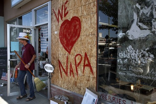 Volunteers flock to Napa to lend quake victims a helping hand - Los Angeles Times