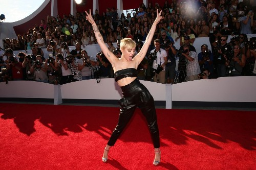 Miley Cyrus rails against 'Hannah Montana' for body image, anxiety issues - Los Angeles Times