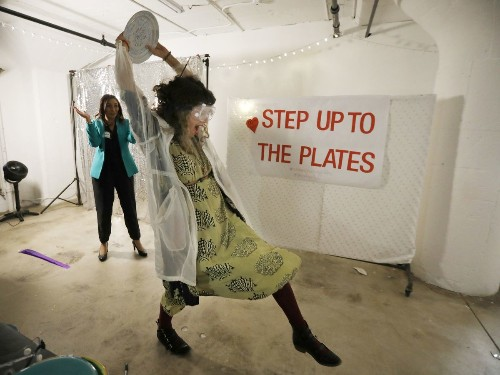 Women Breaking Plates throws a party with a purpose: Smash self-doubt and make some noise - Los Angeles Times