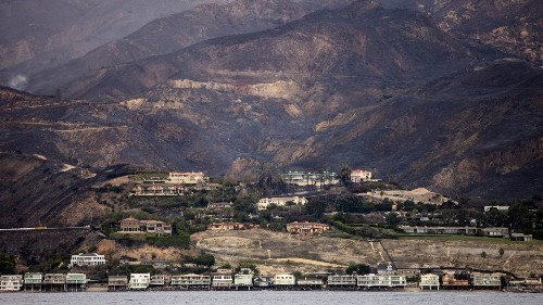 It wasn't just the rich who lost homes in the Malibu area. Is fire California's great equalizer? - Los Angeles Times