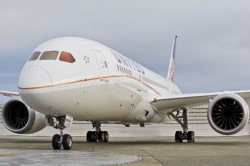 United to serve free beer, wine, hot meals in coach on long flights