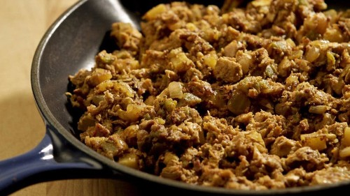 Keep dinner simple tonight with this chicken, chorizo and green chile hash recipe - Los Angeles Times
