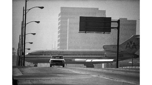 From the Archives: Jet appears to cross Sepulveda Blvd - Los Angeles Times