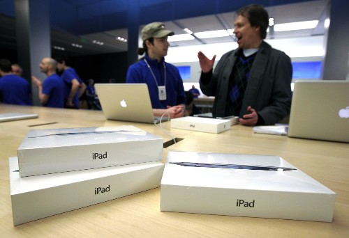 Global tablet shipments slow; lack of new iPad blamed