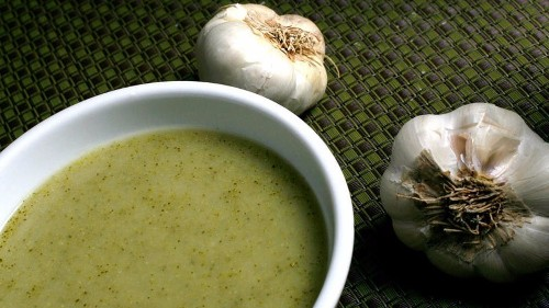 Keep warm with this easy broccoli and roasted garlic soup recipe - Los Angeles Times