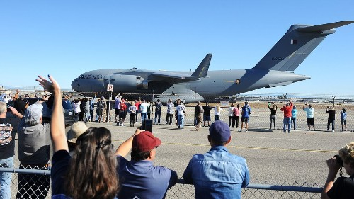 Last Boeing C-17 built in Long Beach takes flight - Los Angeles Times