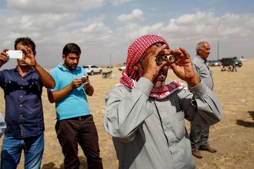 led airstrikes hit Islamic State near Syria-Turkey border