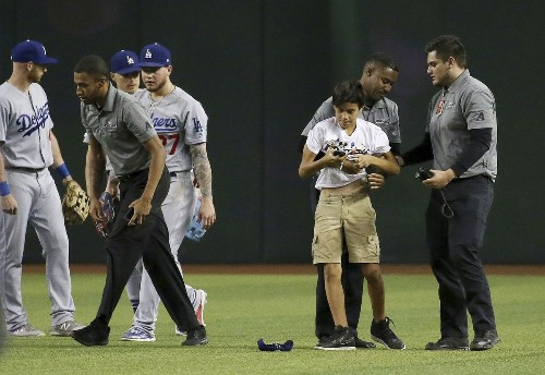 Dodgers' Justin Turner on fans rushing the field: 'It's getting ridiculous'