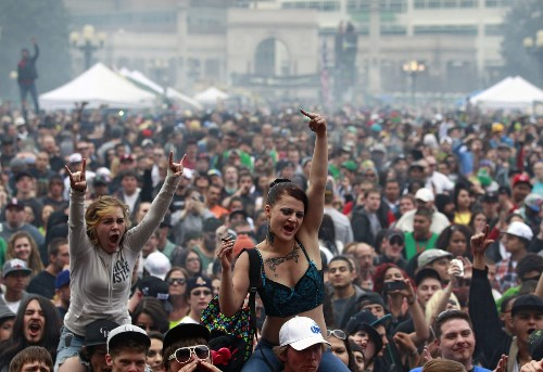 Denver: Pot-loving 420 Rally this weekend, but beware at airports