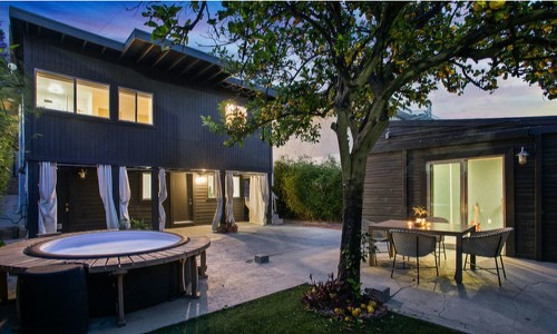 Neon Gold Records founder Derek Davies lists music studio home in Los Feliz