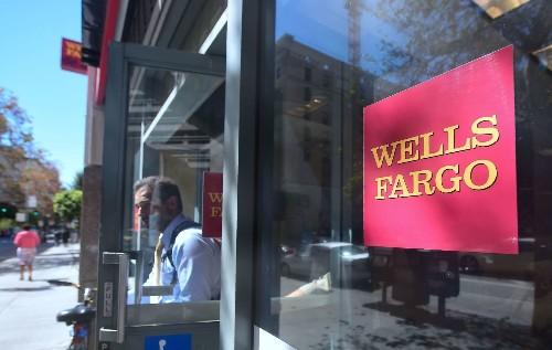 Wells Fargo opens fewer accounts after scandal, but deposits still climb - Los Angeles Times