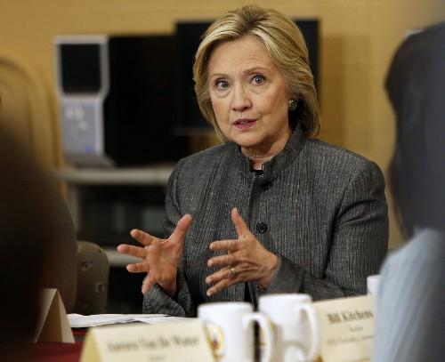 Hillary Clinton's campaign fights accusations against family foundation - Los Angeles Times