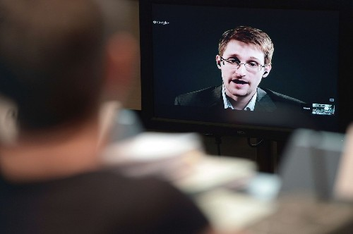 Snowden should cut deal and return to U.S., German minister says