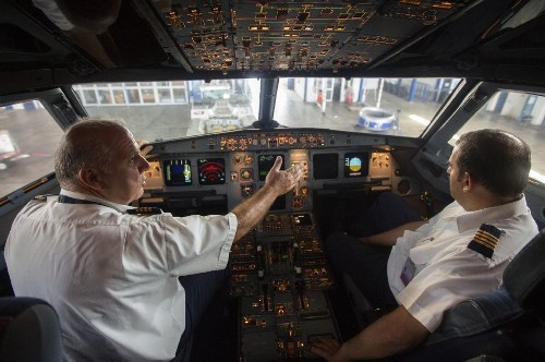 Melanoma risk is higher for flight crews that work at 40,000 feet - Los Angeles Times