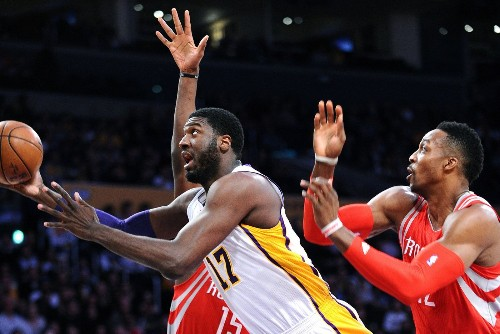 Lakers' Roy Hibbert goes about his business without fanfare or complaints - Los Angeles Times