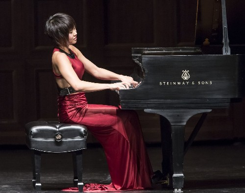 Yuja Wang slays Beethoven's monster piano piece — and makes it look easy - Los Angeles Times