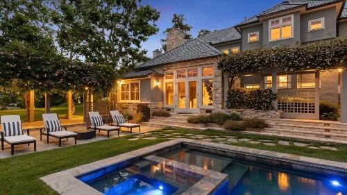 'Frasier' co-creater Peter Casey seeks $8 million for lakefront home in Toluca Lake