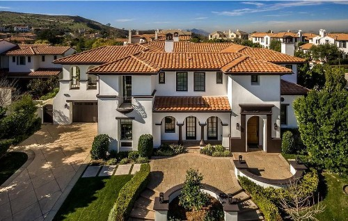 Blink-182's Travis Barker looks to snare a tenant for Calabasas home