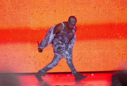 Kanye West booed for latest onstage rant