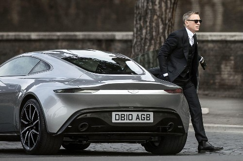 007 Daniel Craig reportedly injured shooting 'Spectre' car chase in Rome - Los Angeles Times